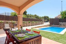 Villa en Puigderrós  - Villa Maioris - con piscina privada